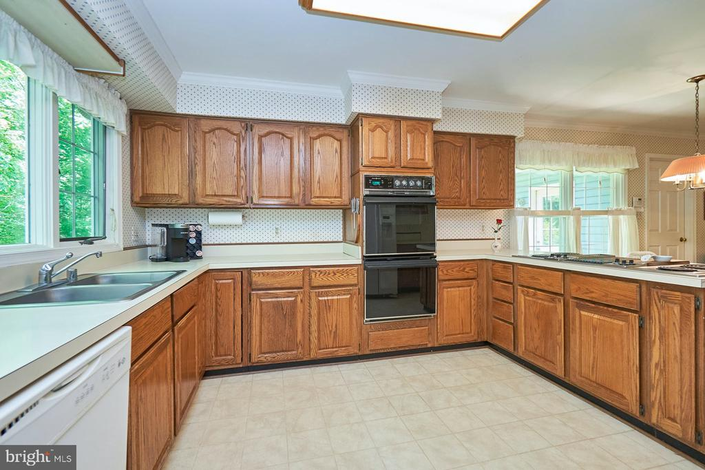 Electric cooktop and two ovens - 10824 HENDERSON RD, FAIRFAX STATION