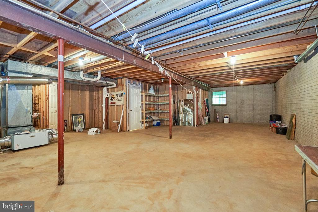 Lots of space for additional living areas - 10824 HENDERSON RD, FAIRFAX STATION
