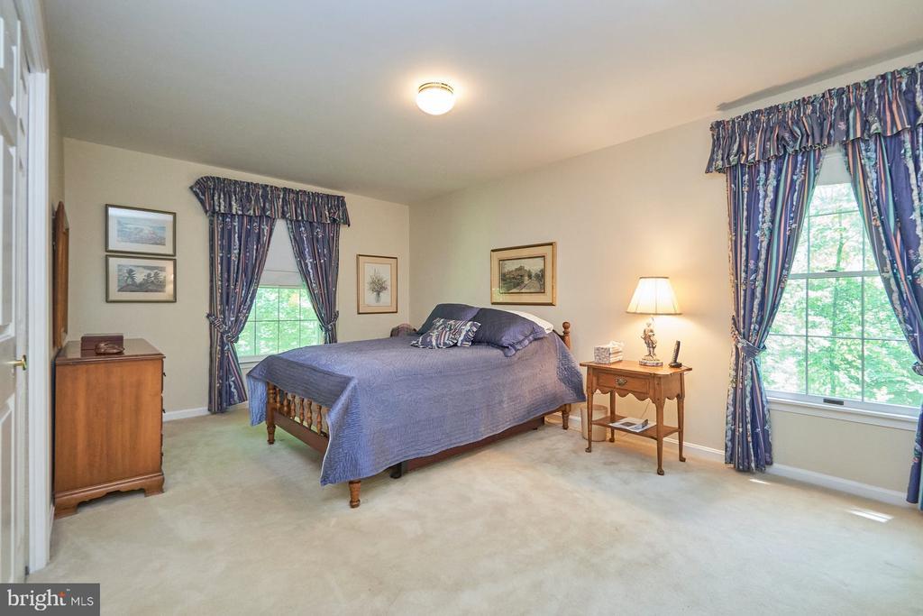 Secondary bedroom - 10824 HENDERSON RD, FAIRFAX STATION