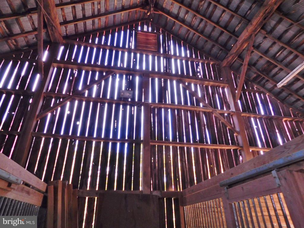 Large Hay Loft - 420 RUSSELL RD, BERRYVILLE