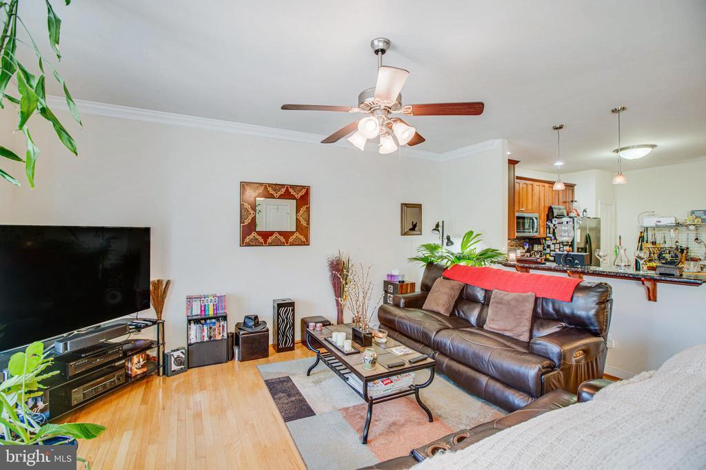 Living area - 2110 CAROLINE ST, FREDERICKSBURG