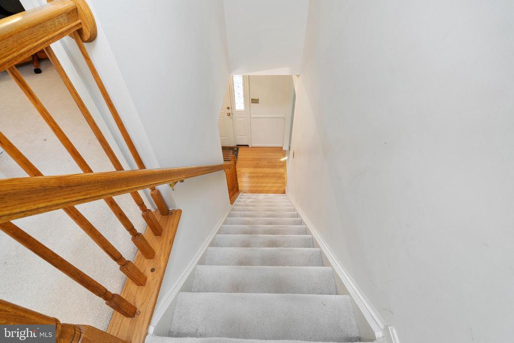 Stairway to Upper Level - 13 SYDNEY LN, STAFFORD