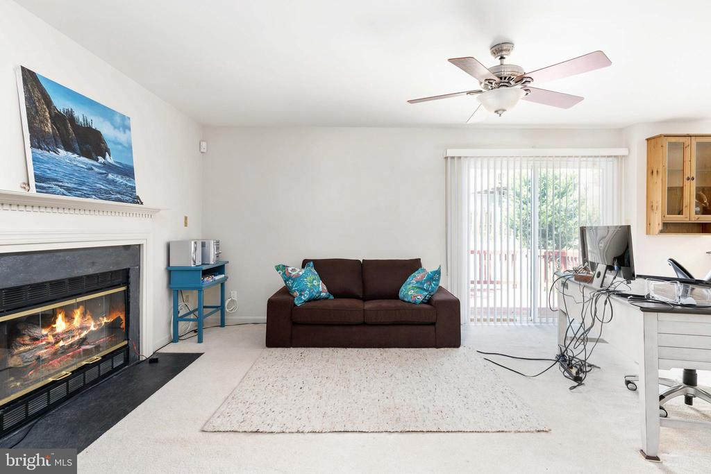Family Room leads out to the Back Deck! - 13 SYDNEY LN, STAFFORD