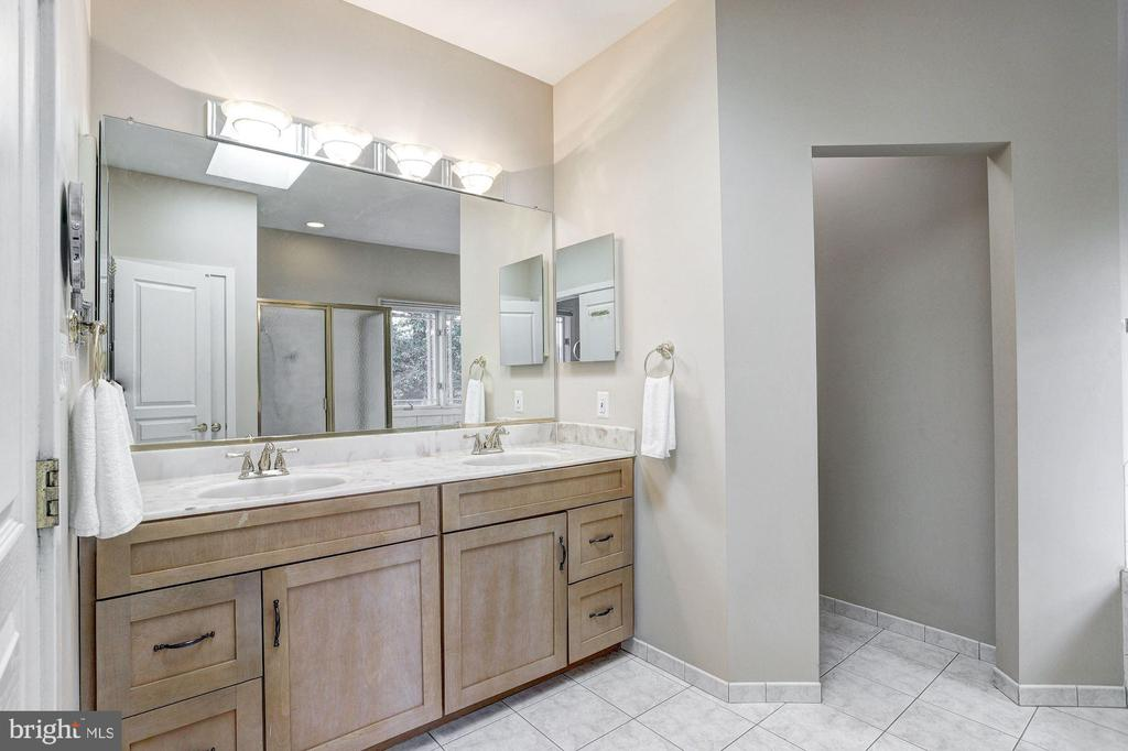 Owner's Suite   Full Bath - 9702 WOODFIELD CT, NEW MARKET