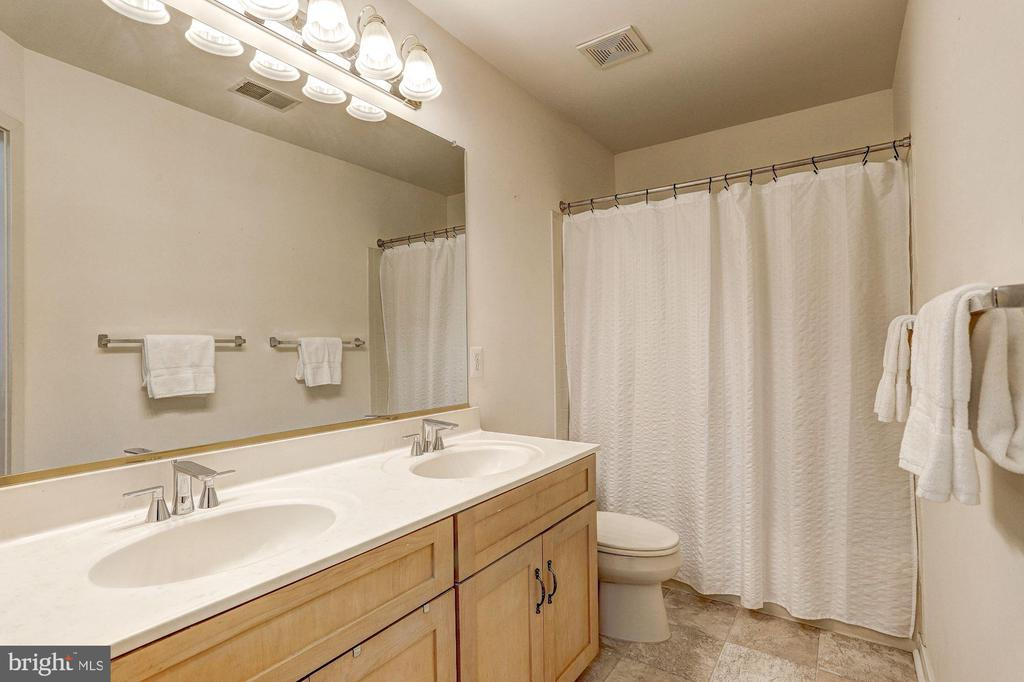 Full Bath - 9702 WOODFIELD CT, NEW MARKET