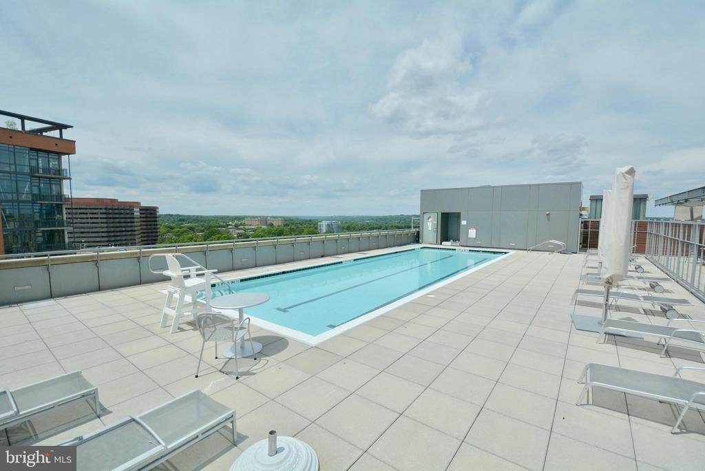 Pool awaits to open per Covid guidelines - 2001 15TH ST N #1203, ARLINGTON