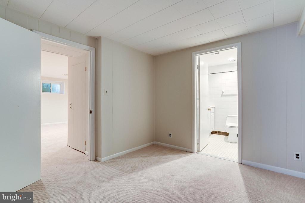 Den (Optional 4th Bedroom) in Lower Level - 3469 S STAFFORD ST #B, ARLINGTON