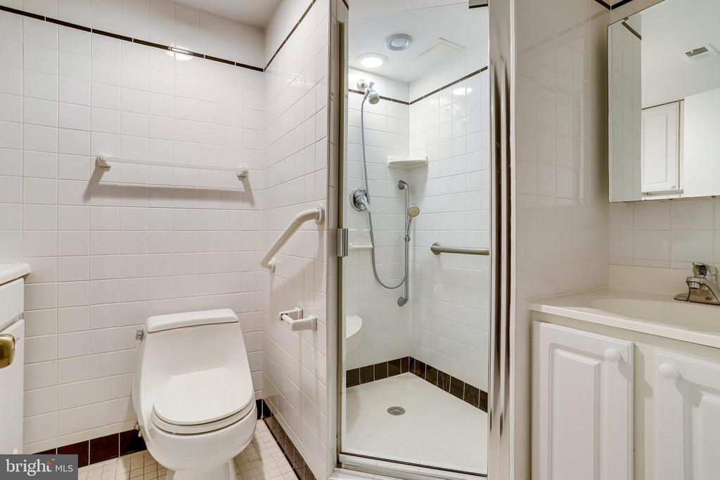 Full bathroom in Lower Level - 3469 S STAFFORD ST #B, ARLINGTON