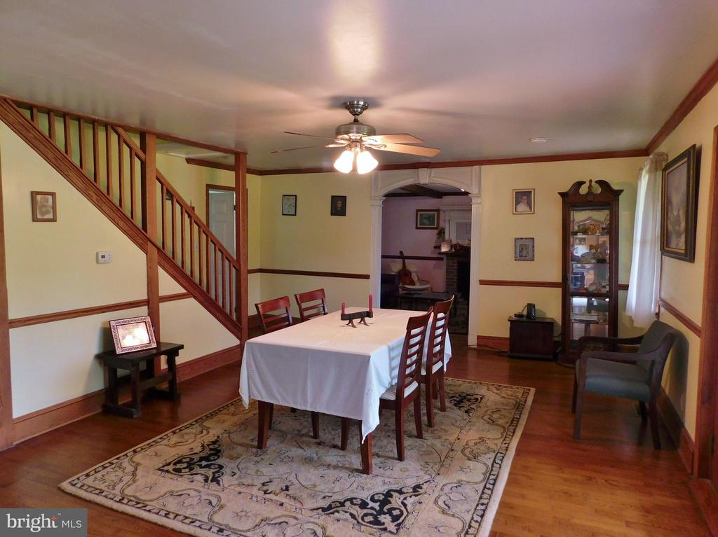Dining Room with Oak Floors - 420 RUSSELL RD, BERRYVILLE