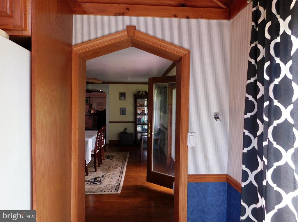 Lovely Woodwark From Entry from Kitchen To DR - 420 RUSSELL RD, BERRYVILLE