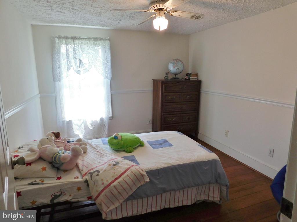Bedroom with Pine Random Width Floors - 420 RUSSELL RD, BERRYVILLE
