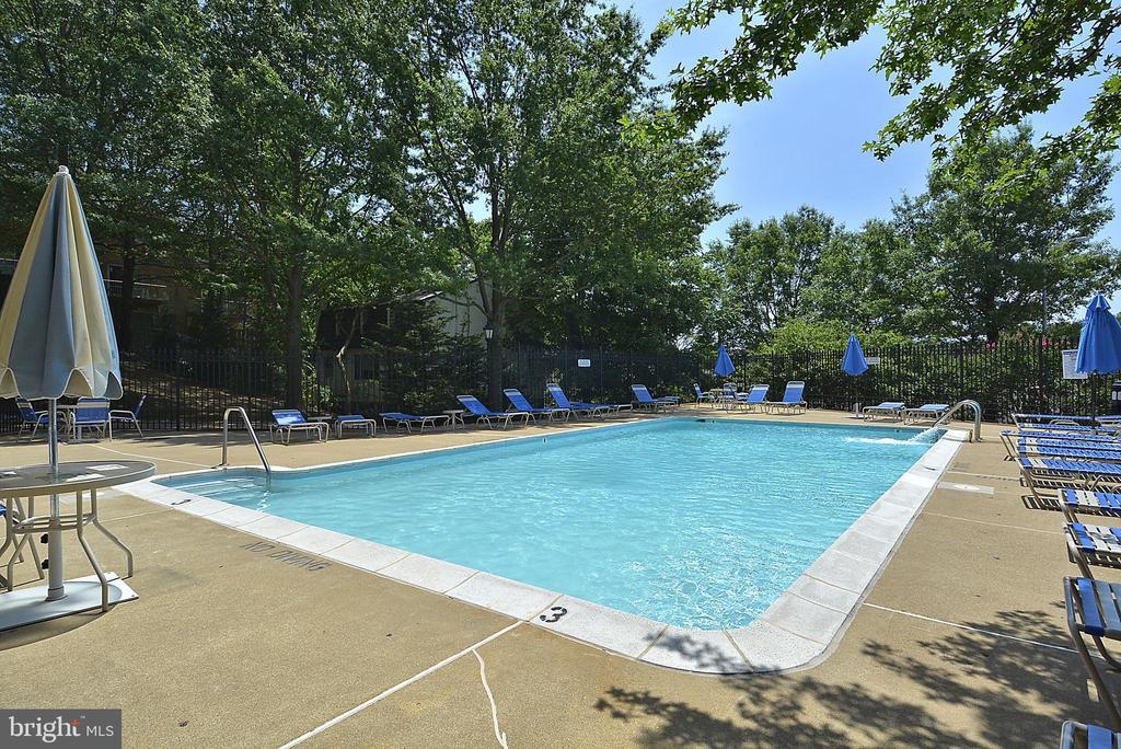Pool - 1276 N WAYNE ST #1123, ARLINGTON