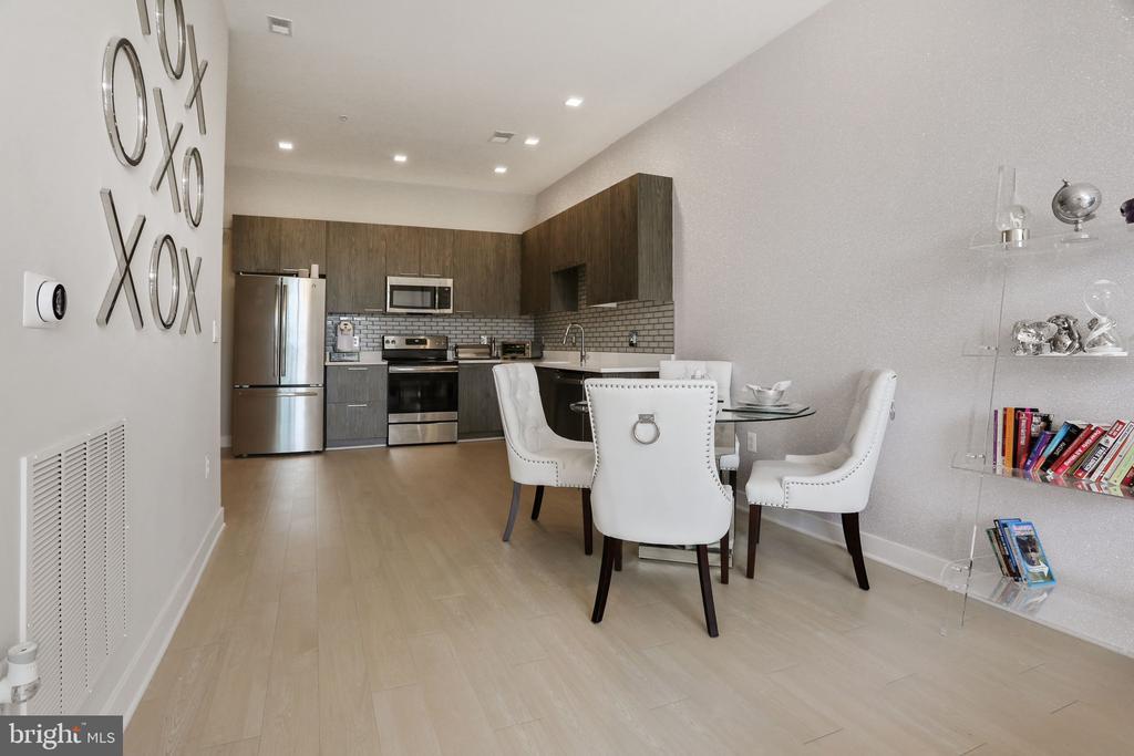 Dining Area to Kitchen - 989 S BUCHANAN ST #421, ARLINGTON