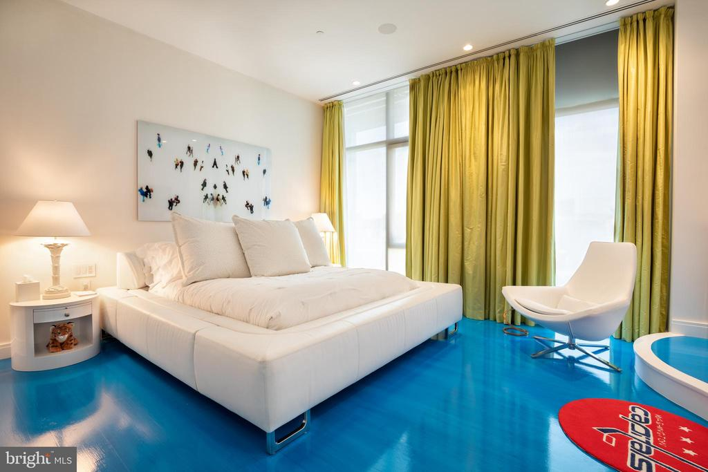 The guest suite features two walk-in closets - 1177 22ND ST NW #9G, WASHINGTON