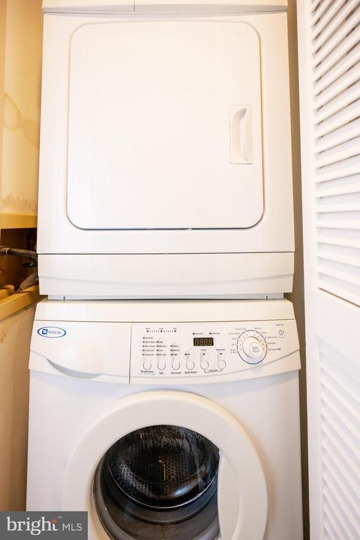 In unit Maytag Washer Dryer - 2400 CLARENDON BLVD #301, ARLINGTON