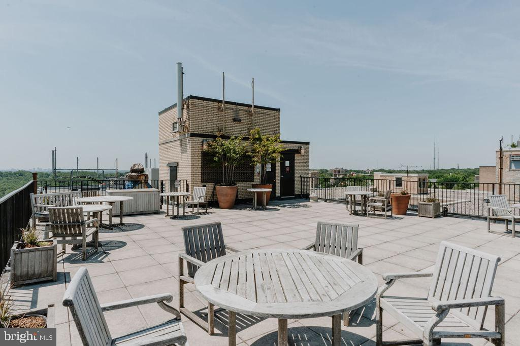 The community has movie nights on the roof!! - 2720 WISCONSIN AVE NW #703, WASHINGTON