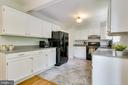 Plenty of cabinet and counter space - 9312 WINBOURNE RD, BURKE