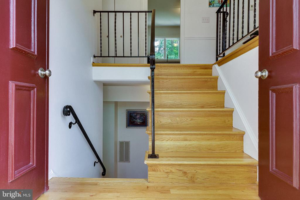 Welcome in - 9312 WINBOURNE RD, BURKE