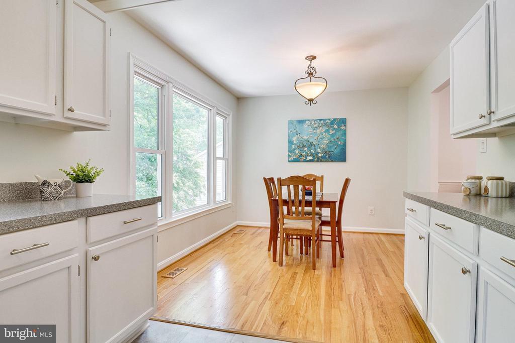 Sunny Dining Room - 9312 WINBOURNE RD, BURKE