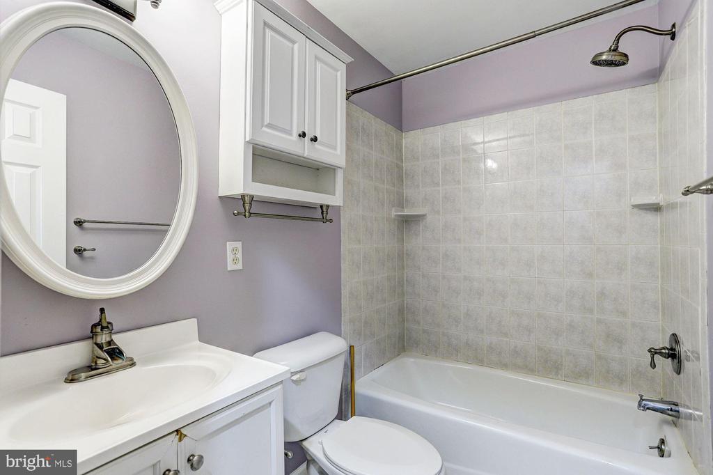 Full Bath - 640 W WATERSVILLE RD, MOUNT AIRY
