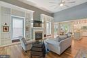 14 Foot High grand room ceilings, gas fireplace - 17037 SILVER ARROW DR, DUMFRIES