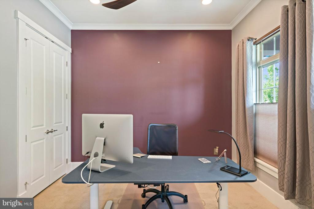 The office with closet ( 3rd bedroom on main) - 17037 SILVER ARROW DR, DUMFRIES
