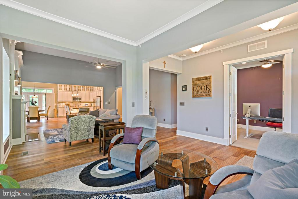 10 Foot ceilings on main level, wood floors - 17037 SILVER ARROW DR, DUMFRIES