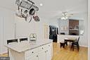 an island with seating - 1114 HEARTFIELDS DR, SILVER SPRING