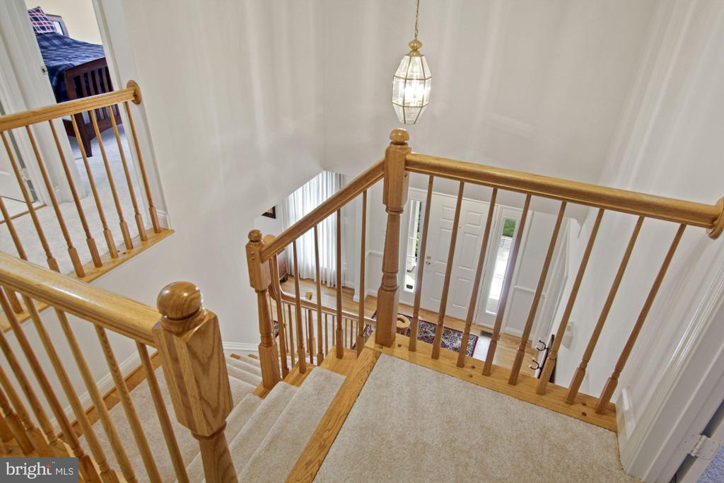Classic stairwell - 1114 HEARTFIELDS DR, SILVER SPRING