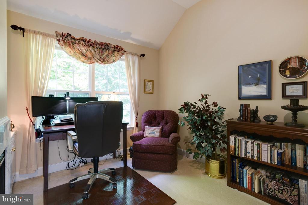 Sitting Room in Primary Bedroom - 6191 TREYWOOD LN, MANASSAS