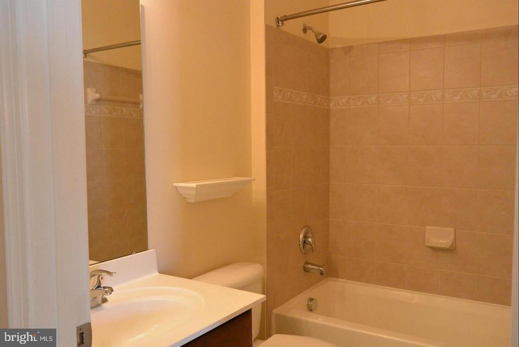 Bathroom 1 - 38 HUNTING CREEK LN, STAFFORD