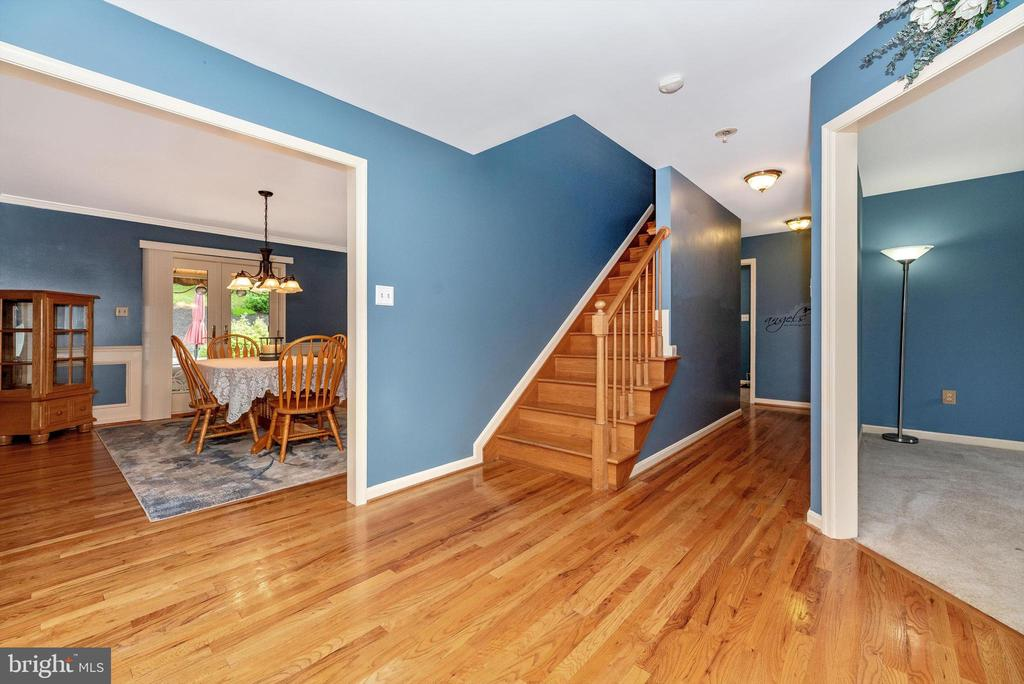 Stairs to second level - 7319 EYLERS VALLEY FLINT RD, THURMONT