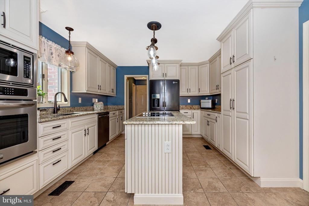Kitchen totally remodeled - 7319 EYLERS VALLEY FLINT RD, THURMONT