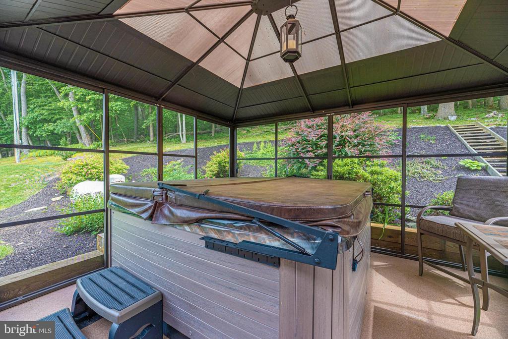 Hot tub - 7319 EYLERS VALLEY FLINT RD, THURMONT