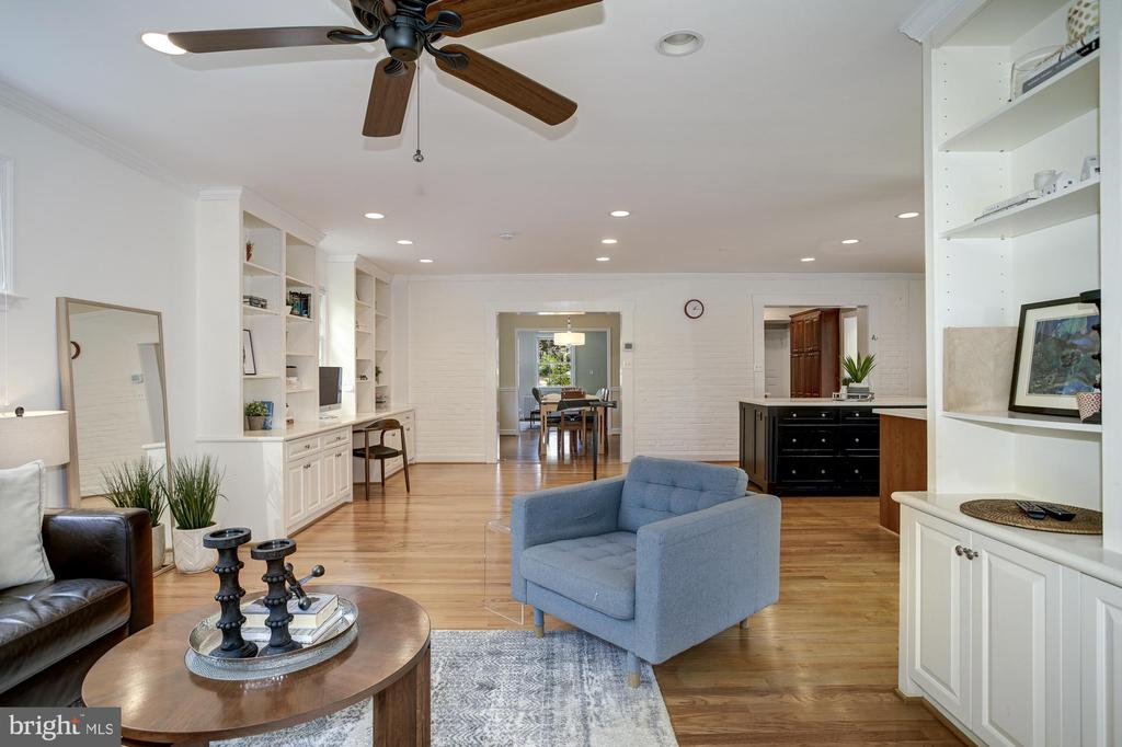 Family room opens to office / zoom nook - 8622 GARFIELD ST, BETHESDA