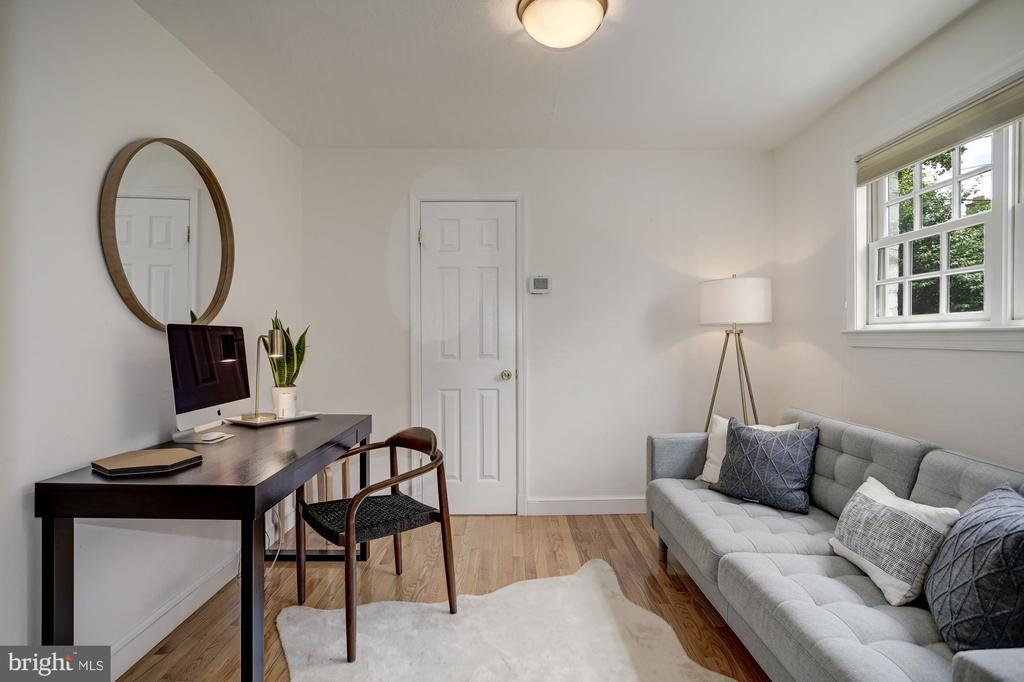 1st floor BR great for guests - 8622 GARFIELD ST, BETHESDA