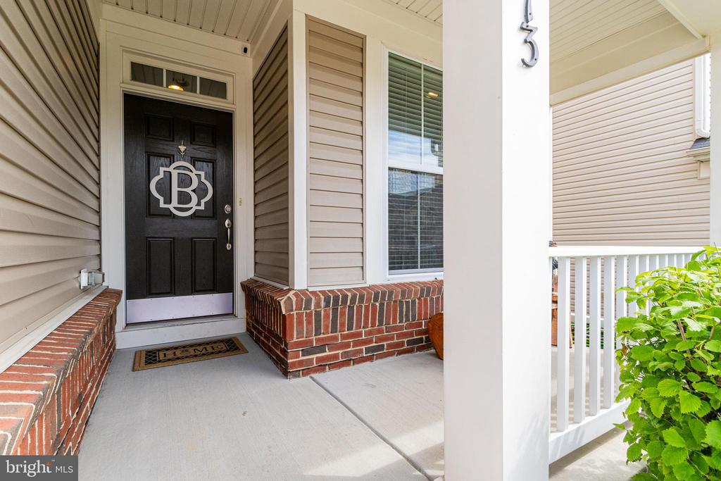 Inviting front porch - 3513 DOC BERLIN DR, SILVER SPRING