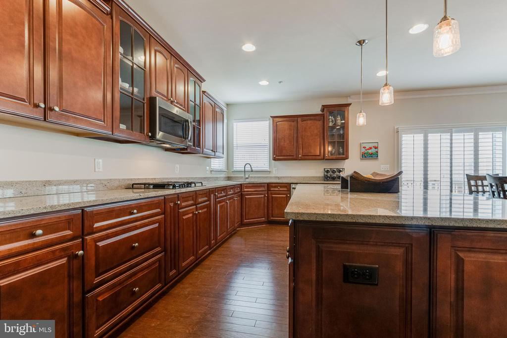 Kitchen has tons of counter space - 3513 DOC BERLIN DR, SILVER SPRING