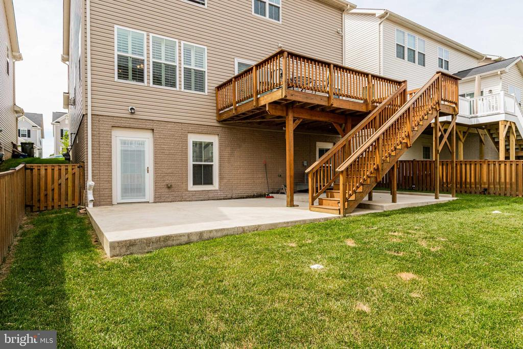 Great backyard for entertaining - 3513 DOC BERLIN DR, SILVER SPRING