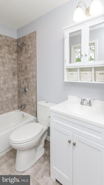 UPDATED NEW BATHROOM - 15605 KELBAUGH RD, THURMONT