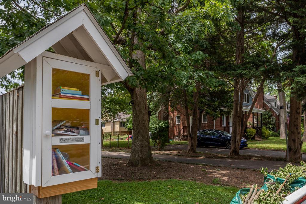 Enjoy the Huntington Terrace neighborhood library - 8622 GARFIELD ST, BETHESDA