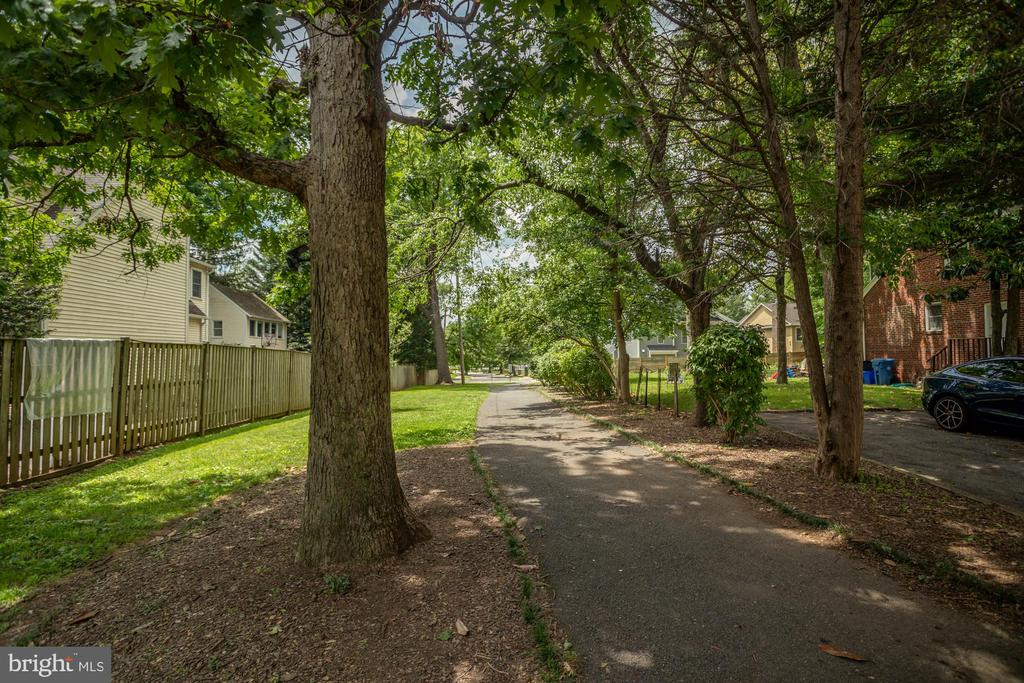 Path to park just down the street - 8622 GARFIELD ST, BETHESDA