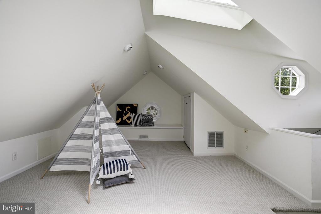 Bonus 3rd floor perfect for play or office - 8622 GARFIELD ST, BETHESDA