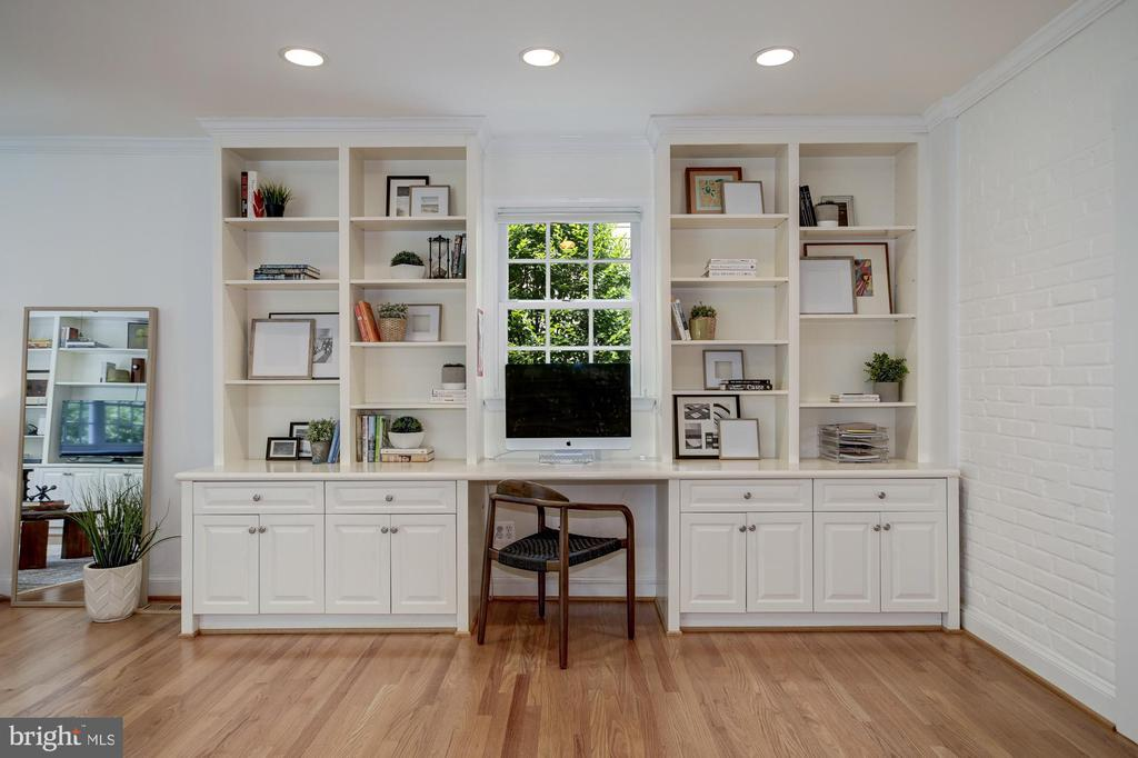 Stay perfectly organized with built-ins galore - 8622 GARFIELD ST, BETHESDA