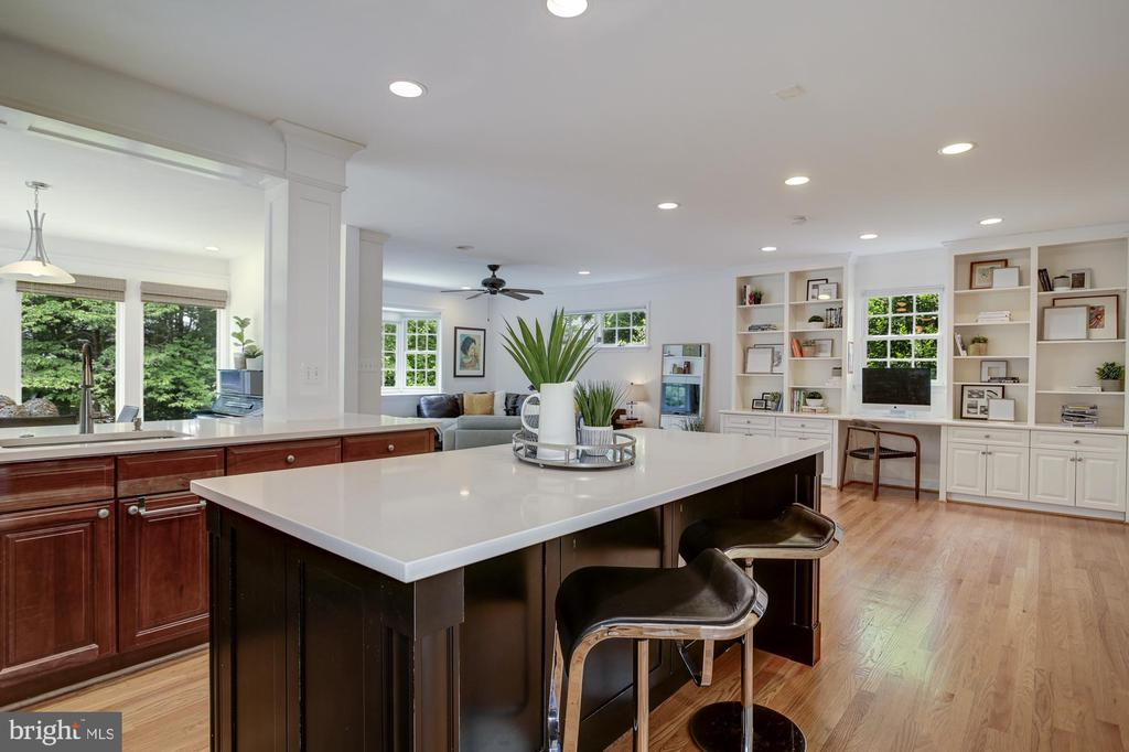 Kitchen opens to FR and zoom space - 8622 GARFIELD ST, BETHESDA