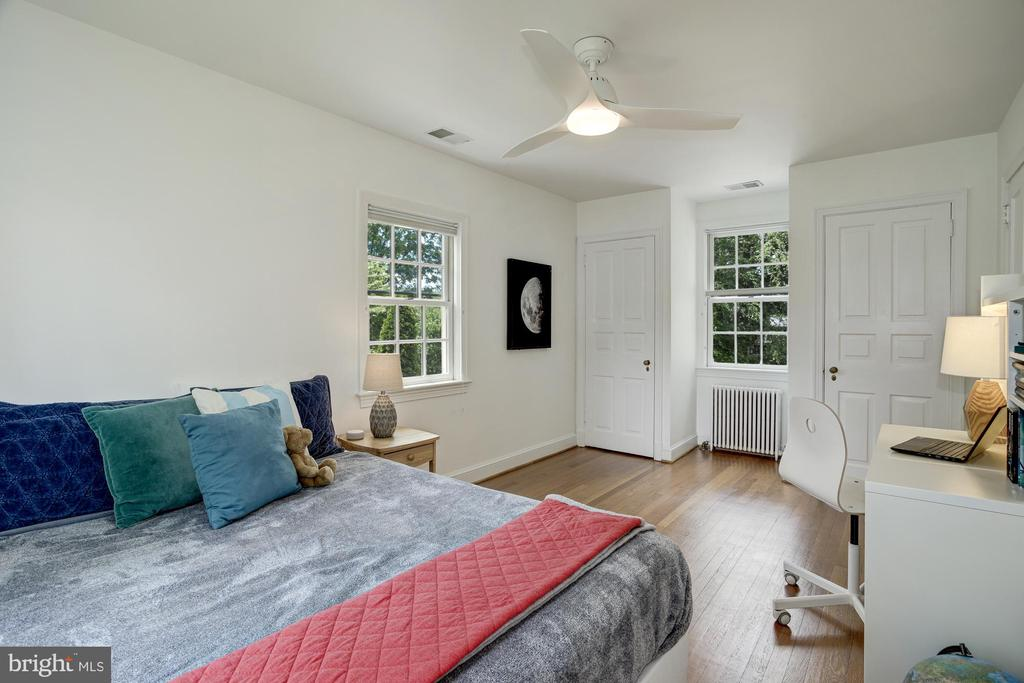 BR5 has double closets - 8622 GARFIELD ST, BETHESDA