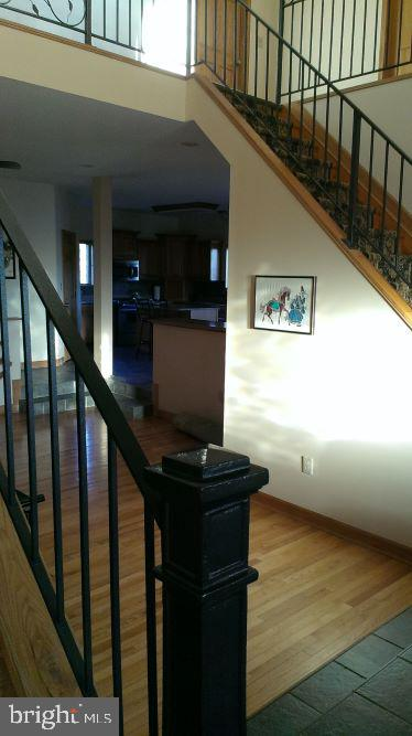 Dual Staircase - 7670 TALBOT RUN RD, MOUNT AIRY