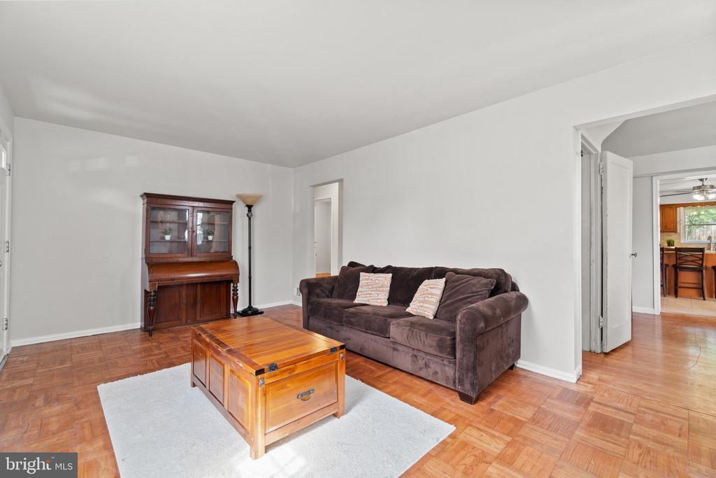 Freshly painted with lovely hardwood floors. - 2915 MONROE PL, FALLS CHURCH