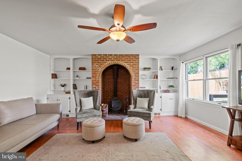 ...family room! Check out the wood-burning stove, - 2915 MONROE PL, FALLS CHURCH