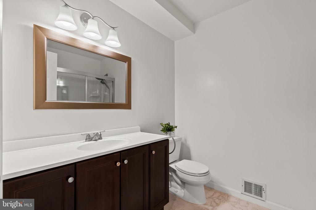 Fully renovated main level full bath is gorgeous! - 2915 MONROE PL, FALLS CHURCH